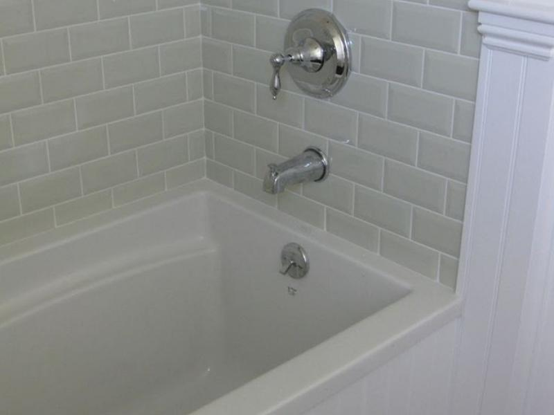 Complete Bathtub Grout And Caulk Restoration
